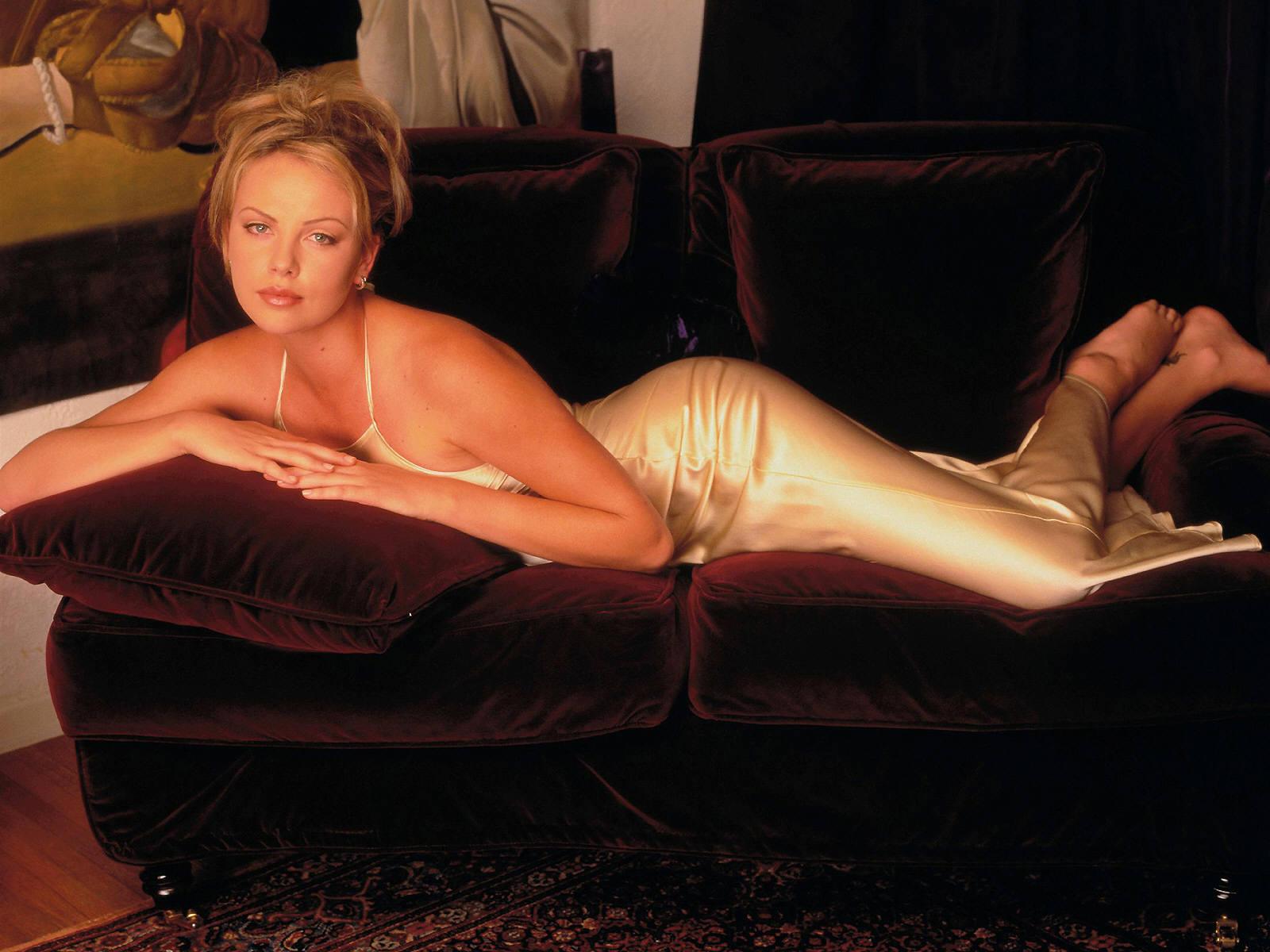 Голые российские актрисы в эротических сценах онлайн