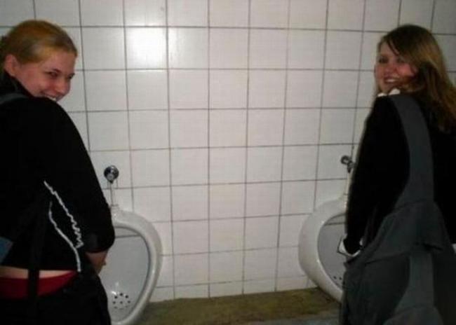 Трахнула в туалете подругу