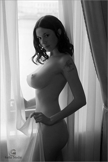 фото черно белое с большими сиськами