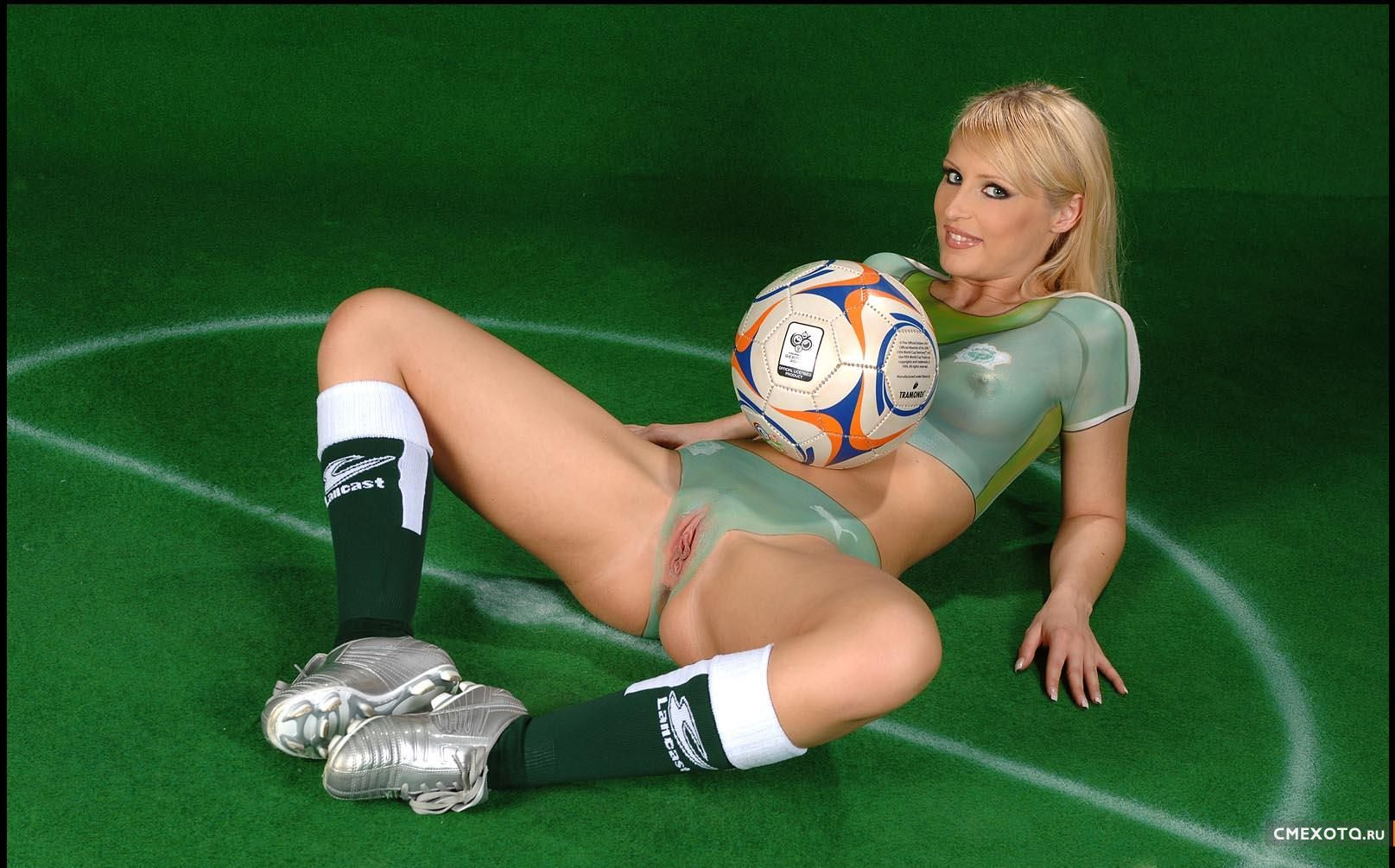 обезумел возбуждения голые девушки футболистов фото прекрасная жопа