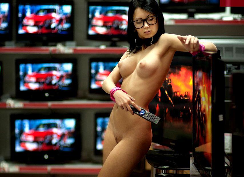 Продавщица фото сиськи