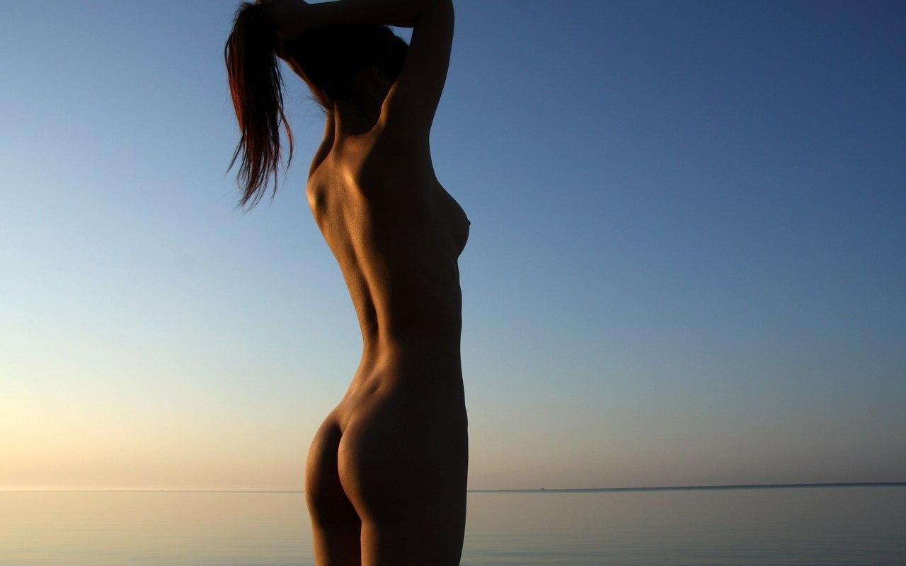 эротические картинки девушек со спины