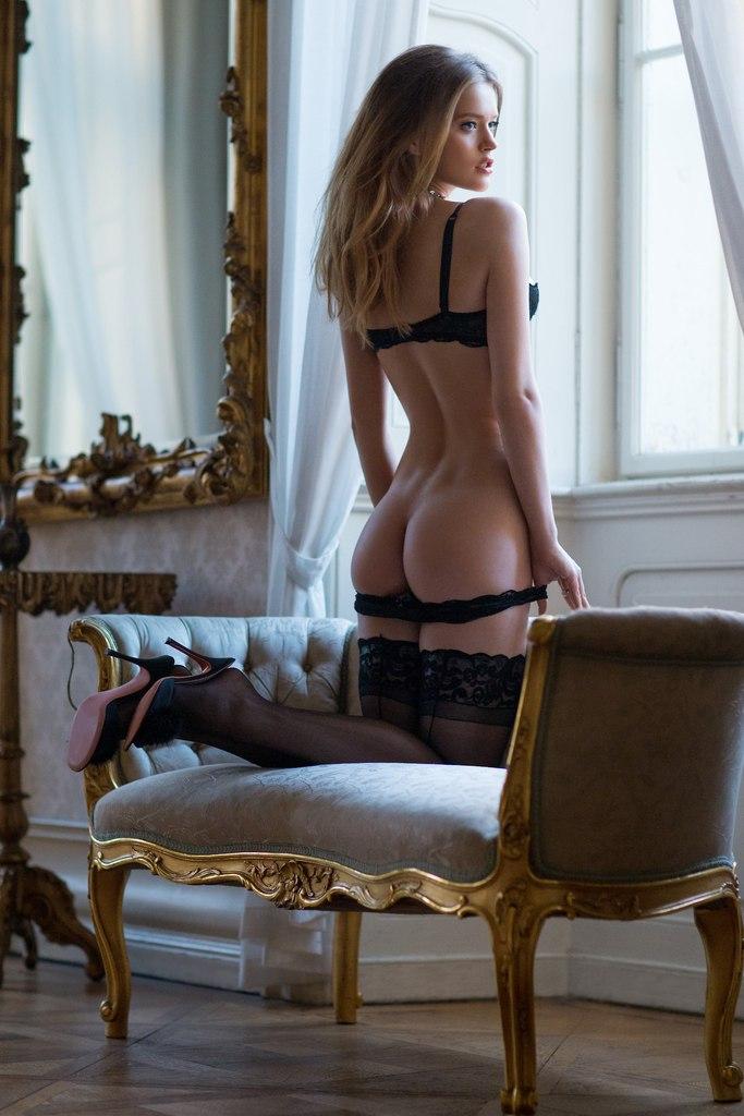 фото голые сексуалные девушки на чулках