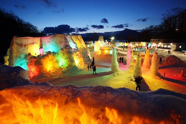 Снежный фестиваль в Японии (19 фото)