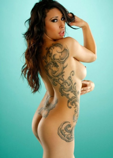 Фото татуированных девушек голых